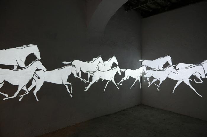 Avish Khebrehzadeh, Thime Past Hath been long, installazione video. Photo Federico Ridolfi