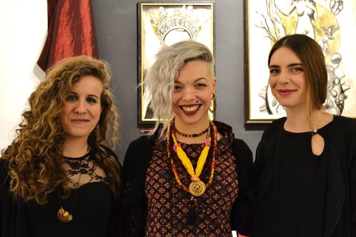 Morg Armeni insieme alle due galleriste Marta Bandini ed Elettra Bottazzi presso Parione9
